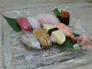 お寿司9品、焚物、茶わん蒸し、味噌汁が付きます お昼、夜とも注文出来ます。