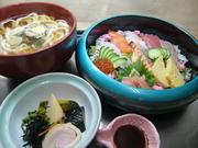 魚介類と他(7~8種)、小鉢、めん類(冷し/温)(うどん/きしめん/そば)