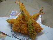 海老2本、蟹クリームコロッケ、烏賊、鱚 他、 (※海老フライ1本追加 +100円)