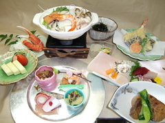 季節感のある料理でゆっくりと料理を楽しむお昼の会席料理。