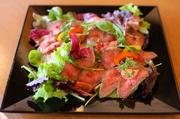 赤ワインでトロトロに煮込んだお肉とデミグラスソースのコラボレーションが最高! お家でディナーのメインディッシュにどうぞ!