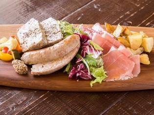 『パルマ産の生ハム』や『モッツアレラチーズ』はイタリア直輸入