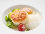 ふわりとホタテが香る『北海道産ホタテ貝のスフレ仕立て』