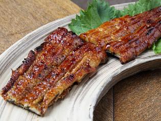 夏場の逸品、肉厚感のある『天然鰻 蒲焼』