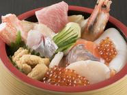 彩鮮やか! 海の幸がたっぷりと味わえる『海鮮丼』