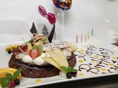 誕生日・結婚記念日・入学のお祝いなどにメッセージを添えたケーキとちょっと豪華な食事でお祝いを。