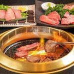 そこで、日本の人たちが見向きもしなかったホルモン、今では大人気のハラミなど(当時は在日韓国、朝鮮人以外は誰も食さなかった)にニンニク、唐辛子、みそ、醤油などで味の工夫を凝らし、七輪で焼いて食べたのがはじまりです。それが韓国に逆輸出されたのです。ですから、焼肉のルーツは在日韓国、朝鮮人社会から生まれた食文化なのです。
