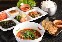 平日限定 ランチメニューで好評の『YOKUBARI韓定食』(ライス大盛無料&+290円でお肉増量)