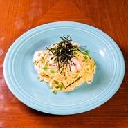 プリプリの海老と濃厚な明太子クリーム。王道でシンプルな組み合わせが病みつきになる美味しさです。