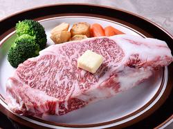 和牛を使ったステーキコースです。 (前菜 サラダ パン デザート コーヒー付)
