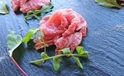 溶岩プレートを使いご自身で軽く炙って頂くことで、口中でとろける食感と凝縮された肉の旨み・サシの甘みが最大限に味わえます。