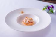 海老とホタテの旨みを全て一皿に盛り込んで、芳醇な味わいの『オマール海老のテリーヌ』