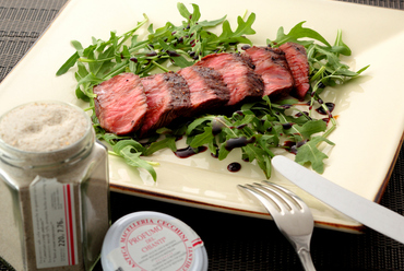 『和牛もも肉芯芯のタリアータ』には、バルサミコとキャラメルを合わせた、甘めの自家製ソースをかけて
