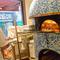 イタリアから直輸入した、大きなピザ窯で焼きたてピッツァを。