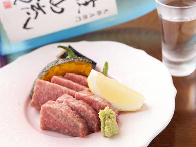 旬菜を用いた季節料理と黒毛和牛サーロイン陶板焼きが付いたちょっと贅沢なディナーコース