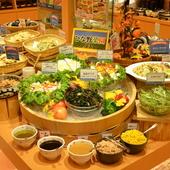 70種類の厳選された季節の野菜やデザートを存分に味わえます
