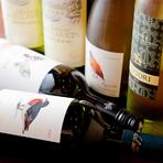 世界のボトルが勢ぞろい。オーナー自ら厳選する豊富なワイン