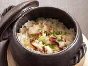 注文を受けてから土鍋で炊くので30分ほどかかりますが、必食の価値あり。甘みのある蛸に生姜がアクセントになりさっぱり優しい味です。