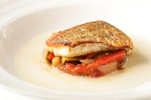 旬魚の旨みが味わえる『イヨトリ鯛のポアレ プロヴァンス風』