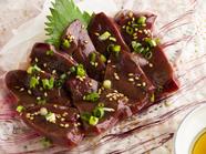 熊本県産の馬肉を使用。独特の旨みと食感を楽しめる『肝臓(レバー)』。数量限定です