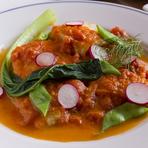 パーティプランで食せる「本日の鮮魚」です。その日に入荷した食材によって内容は変わります。ある日のメニューの『カレイのムニエルトマトソース』では、素材が本来持っている「美味しさ」を活かしています。
