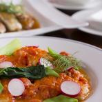 オーナーシェフの青木氏は仙台市内の有名ホテルや、有名レストラン総料理長を務めたベテランシェフ。クラシカルを基調としたその料理は、外せない会食でも安心できるハイレベルなもの。大切な人をお連れ下さい。