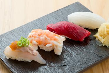 豊かな自然が生み出す海の幸を堪能できる「寿司」