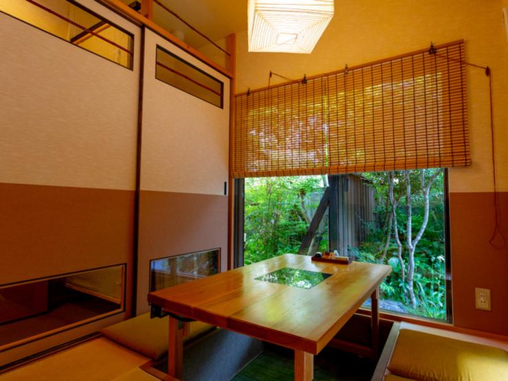 座敷(掘りごたつ)の完全個室を完備(4名様用×3部屋) ※お部屋をおつなぎもできます。