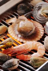 完全個室でゆったりとお楽しみください。 貝焼きをメインとした全7品(甘味付)のお料理コースです