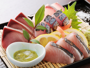 高知の旬の鮮魚を日替わりでお出ししております