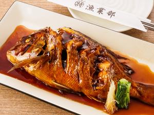 新鮮な魚の旨みを堪能できる『沼津産 活鯛姿煮付け』