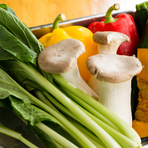 宮城県産の新鮮で瑞々しい野菜を料理人の巧みな技術を駆使して、魅せる極上のメニューをお客様に提供しています。また、野菜だけではなくパスタやオイルにもこだわりを持って選りすぐりのものを入荷しています。