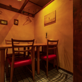 個室も完備しており、プライベート空間での食事も叶う