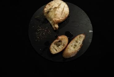 蔵王三元豚 熟成肩ロース フランス産マスタードと炭