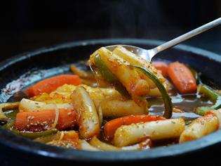 『トッポギ』や『冷麺』も韓国本場の味わいです