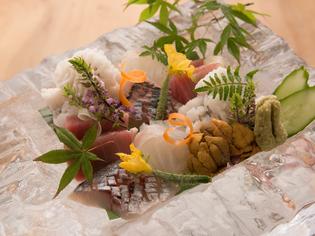 長浜の市場から直接仕入れている旬の「魚介類」