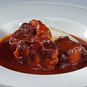 丁寧に煮込んだ『牛テール肉の赤ワイン煮』