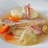 一晩塩漬けにした豚肉を使った『豚バラ肉のポトフ』