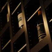 大井シェフ自らがセレクトした、約100種のワインが揃う