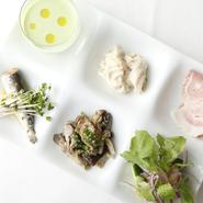 絶妙な塩加減にこだわる大井シェフの料理は、ボリュームはあっても胃もたれしないと定評があります。使用する季節の野菜もほとんどが無農薬。からだにやさしい味は、美容と健康を気遣う女性同士の集まりに最適です。
