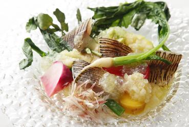 旬の魚と野菜を使用『本日の天然魚のクルード』