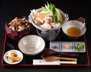 大ねぎと鶏もも肉を炊いて出てきた美味しいエキスを卵でとじて、あますところなくいただきます。