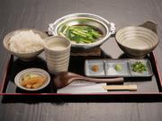 プリプリした鶏肉と新鮮野菜をコラーゲンたっぷりのとりスープで炊き上げ、自家製橙ポン酢でお召し上がりいただきます。