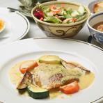 前菜、メイン、デザートを好みで選べる、日替りランチコース