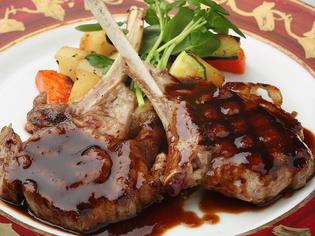 オーストラリア産のラム肉を熟成させ使用した『仔羊のグリル』