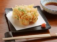 【観世水】自慢の天ぷらのなかでも一番人気!綺麗に花が咲いた『小海老といかのかき揚げ天』