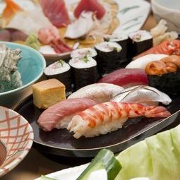 今よし特性の蛸のやわらか煮、お刺身盛り合わせ、おまかせにぎりは、豪華食材をふんだんに盛り込みました。