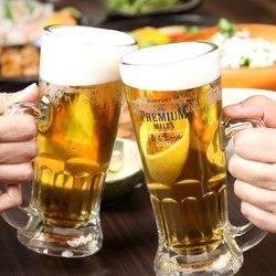 人気の誕生日席はご予約必須!ホールケーキのプレートにはメッセージを添えることもできます。