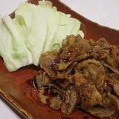 カリカリで香ばしい『鶏皮鉄板焼き』は、「今治焼き鳥」がヒント