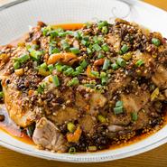 四川料理の定番。ニンニクとショウガ、ラー油が豚肉にからんだ旨みは病み付きになります。